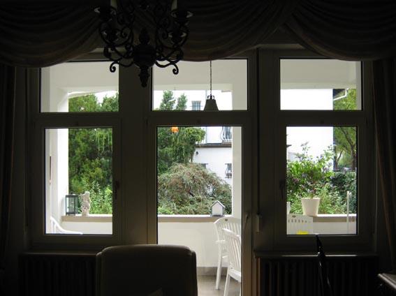 glaskunst in fenstern. Black Bedroom Furniture Sets. Home Design Ideas